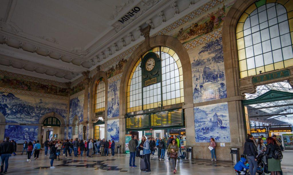 Linha do Douro, estação ferroviária de S. Bento
