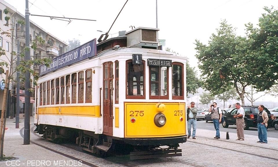 atividades para fazer no Porto: andar de elétrico - Rota do Douro