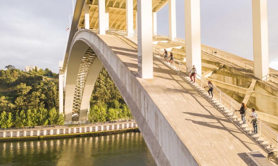 atividades para fazer no Porto: subir a ponte da Arrábida - Rota do Douro